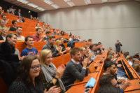"""Studierende bei der Verleihung des """"Professor des Jahres"""""""
